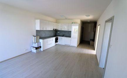 Predaj 3i bytu v NOVOSTAVBE s terasou a predzáhradkou na Bystrickej ul. v DNV.