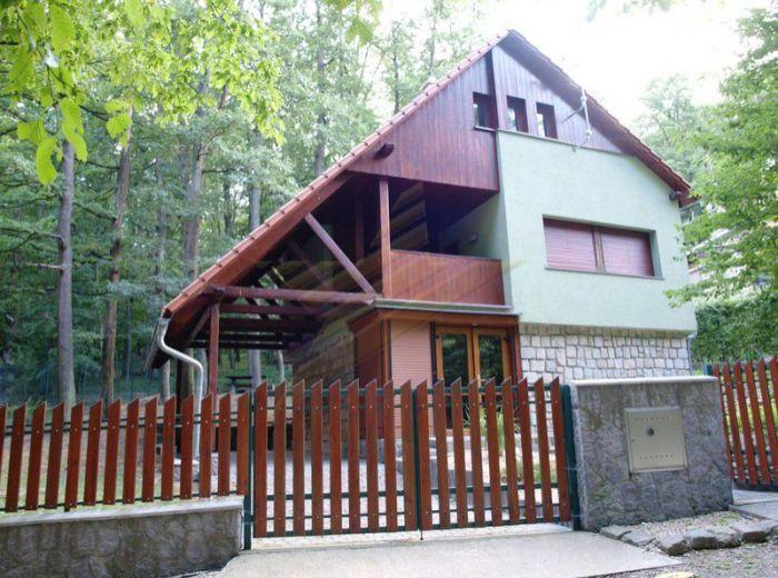 PREDANÉ - MODRA - HARMÓNIA, 4-i dom, 110 m2 - novostavba CELOROČNE obývateľnej chaty v TICHOM PROSTREDÍ prírody MALÝCH KAPÁT