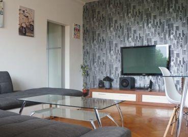 Príjemný kompletne zrekonštruovaný 2,5 izbový byt vhodný pre rodinu, Meteorova