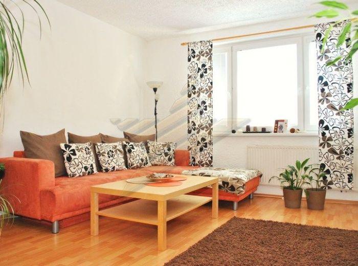 PREDANÉ - IVANA BUKOVČANA, 3-i byt, 76 m2 - po rekonštrukcii, obľúbená lokalita, OSEM POSCHODOVÁ BYTOVKA