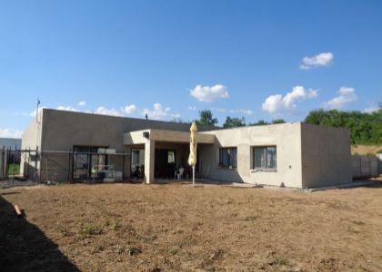 DOMUM - Dokončená novostavba 4i RD v Dolnom Srní, 1026m2, IS, nová lokalita