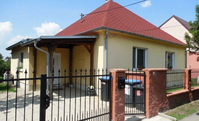 Pekný 4izb. RD v zastavanej časti s veľkým pozemkom 1430 m2 v obci Miloslavov, časť Alžbetin Dvor len 11 km od Bratislavy.