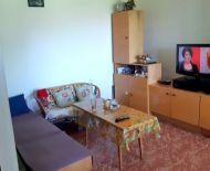 Predaj, väčší 1-izbový byt v blízkosti Zvolenskej priehrady, Záhonok