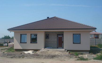 PRED DOKONČENÍM – komfortné 4 izb bungalovy v slepej uličke v obci Horná Potôň