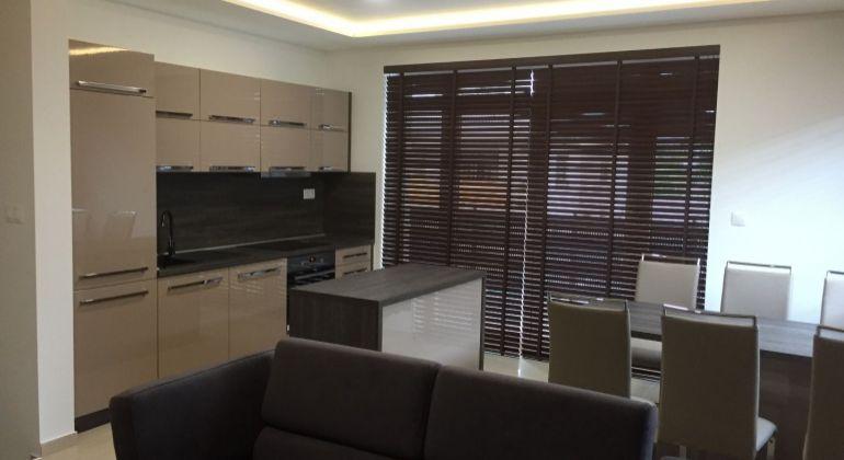 PRENÁJOM -Luxusný priestranný 3 izb Byt-kompletne zariadený- Novostavba, Veľký Biel