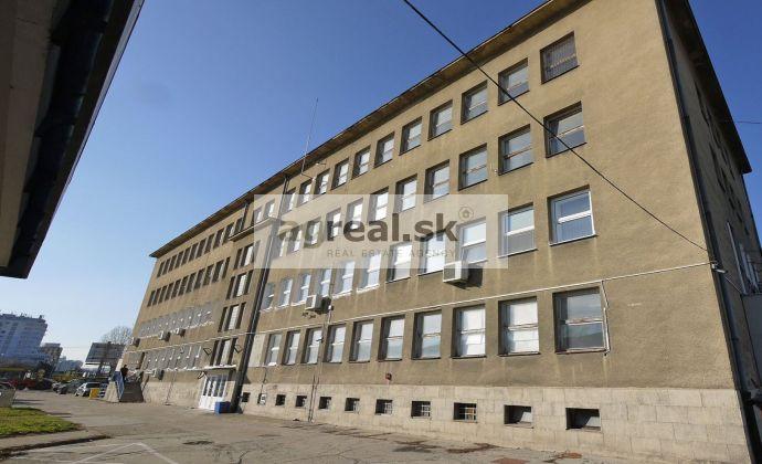 Areál s kanceláriami 271,80 m2 s parkovaním Rožňavská ul., pri Freshmarkete