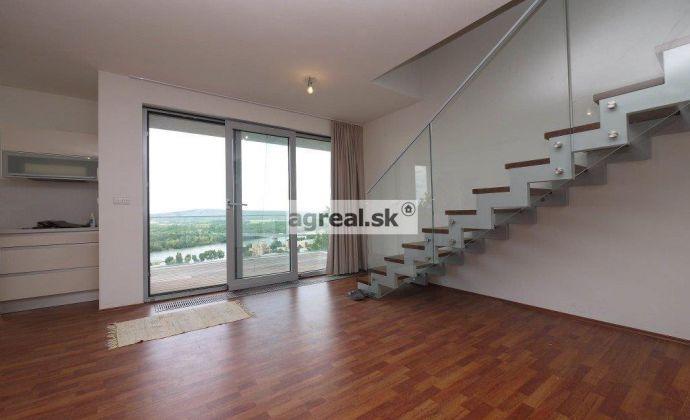 Novostavba 3 resp. 4-izbového nezariadeného bytu s klimatizáciou v rodinnom dome na Radvanskej ulici