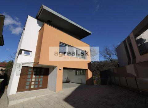 New two-generation family villa Kramáre - Ambrova str.