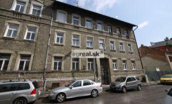 1-izbový byt so samostatnou kuchyňou, Jelenia ulica, 35 m2