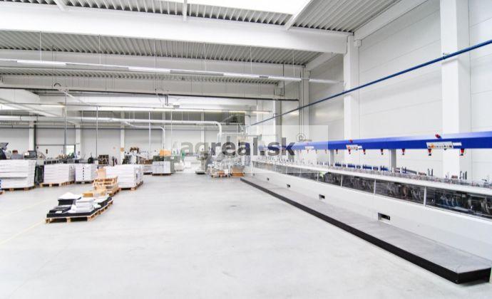 Moderná výrobno-skladová hala s kanceláriami a veľkým pozemkom na prenájom – Pezinok