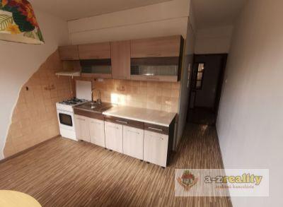 2710 Na prenájom 2-izb.byt v N.Zámkoch
