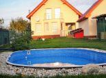PREDANÉ - Na predaj krásný 4 izb.rodinný dom s bazénom, veľkým pozemkom a garážou v tichej a kľudnej lokalite Jelka
