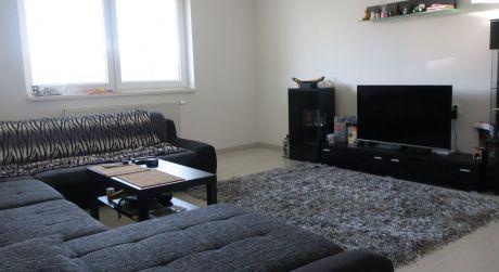 3 izbový byt na predaj v Nových Zámkoch. Vlastné kúrenie Andovská