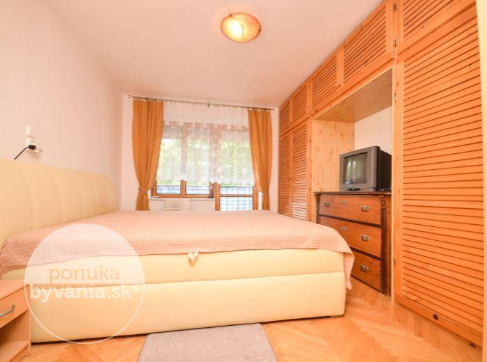 PREDANÉ - KADNÁROVA, 3-i byt, 65 m2 – TEHLA, prebieha kompletná rekonštrukcia bytového domu, TICHÁ LOKALITA