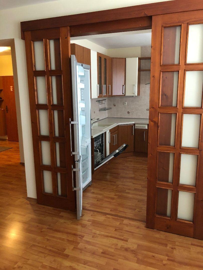 Areté real, Predaj veľmi pekného, priestranného 4-izbového bytu s dvomi loggiami a garážou v tichej lokalite v Pezinku