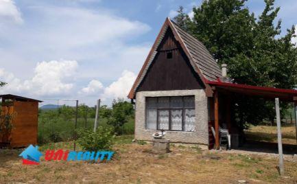 Obec  SVINNÁ – Chatka so záhradou / výmera 1.184 m2