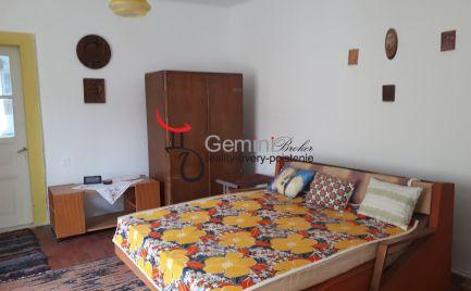 GEMINIBROKER Vám ponúka na predaj zariadený domček neďaleko Košíc v obci Gönc