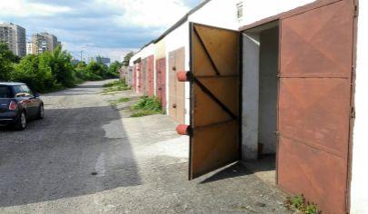 Murovaná garáž 18m2 oproti OC Klas (Cottbus) / Jarmočná ul.