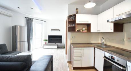 2 - izbový kompletne zariadený byt 44m2 s klimatizáciou, terasa 12m2, parkovanie, fitness, sauna, solárko v rámci bytového domu