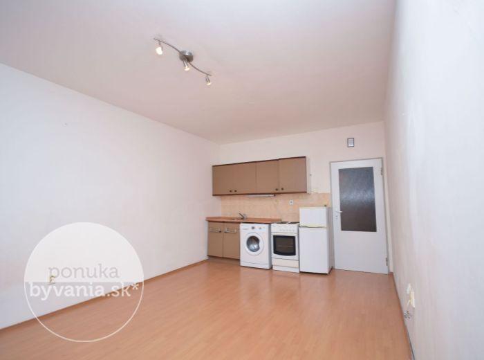 PREDANÉ - BUDATÍNSKA, 1-i byt, 28 m2 – kúpou voľný, kompletná OBČIANSKA VYBAVENOSŤ, výhľad na Rakúsko