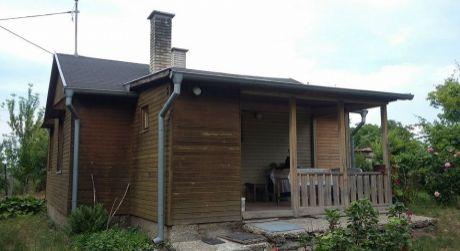 Predaj - 3 izbová rekreačná chata na samote a 2 izbový dom v začatej výstavbe v Okoličnej na Ostrove