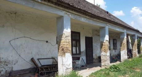 Predaj - Rodinný dom / stavebný pozemok v Iži