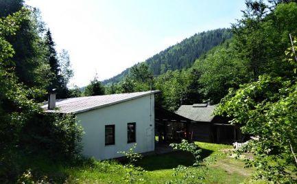 Priestranná zrekonštruovaná chata uprostred krásnej prírody Nízkych Tatier