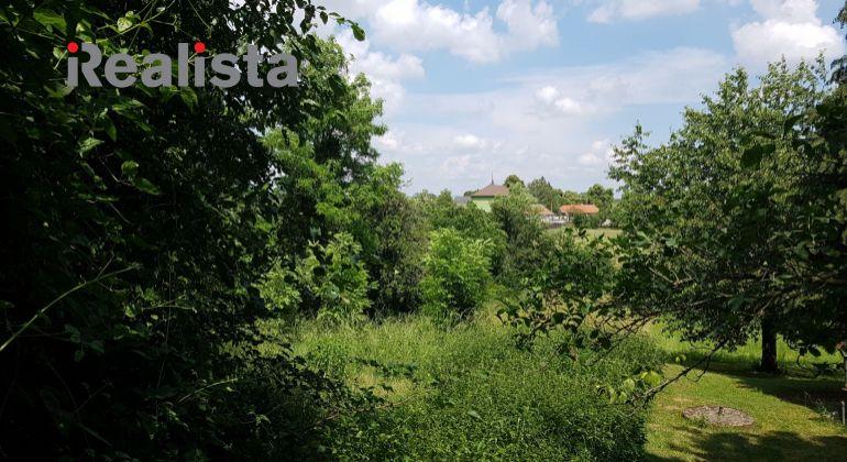 Stavebný pozemok v tichej lokalite obce Svätoplukovo, len 12 km od Nitry.