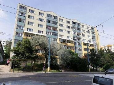 Ponúkame na predaj 3 izbový byt na D. Dieloch