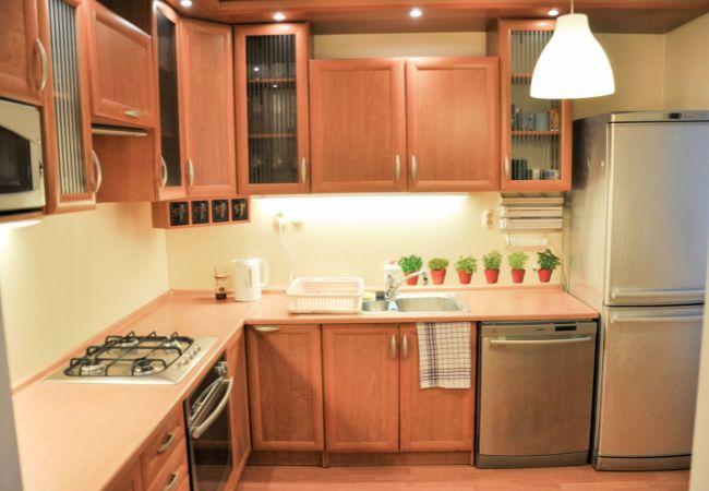 Ponúkame na predaj v Bratislave II. Ružinov 3 +1 izbový byt s loggiou + murovaná pivnica, po rekonštrukcii, bezproblémové parkovanie.