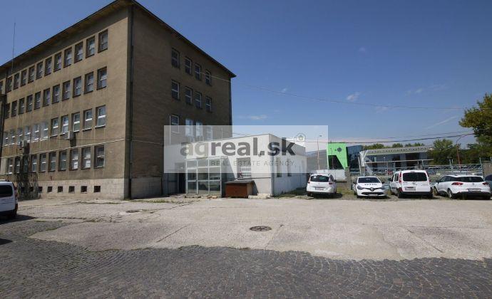 Areál s kanceláriami 44, 66 alebo 200 m², Rožňavská ul., parkovanie v areáli, klimatizácia, pri Freshmarkete
