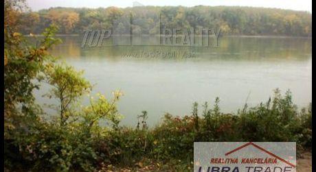 Predaj -  stavebný pozemok v Moči 30 m od Dunaja