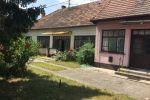 Starší 7-izbový, dvojgeneračný rodinný dom na predaj v Gabčíkove, veľký pozemok. Garáž + dieľňa.  Cena 67 500 €