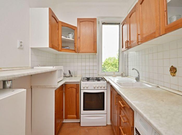 JESENNÁ, 3,5-i byt, 85 m2 – priestranný, REKONŠTRUKCIA, loggia, TOP LOKALITA, veľa zelene
