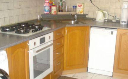 ZNÍŽENÁ CENA - Veľký, pekne prerobený 3 izb byt v širšom centre Šamorína
