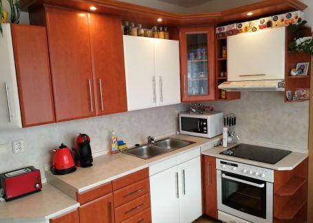 REZERVOVANÉ !!! DELTA - pekný 3 izbový byt s balkónom - komplet zariadený - lokalita I.Houdeka Ružomberok - len sa nasťahovať !