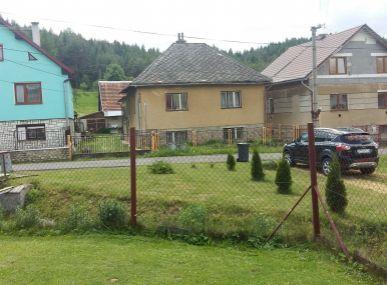 Na predaj rodinný dom pri lese s veľkým pozemkom.
