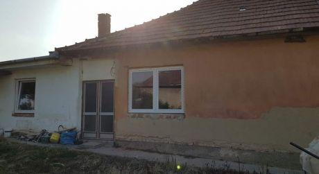 Znížená cena!Na predaj 4-izbový rodinný dom v obci Gbelce