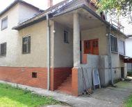 Predaj, rodinný dom s garážou a pekným pozemkom, Kováčová