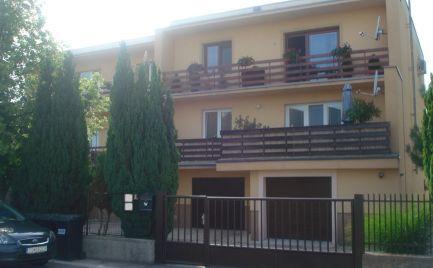 Jedinečná ponuka – priestranný 3 izb byt so záhradou a garážou v Šamoríne