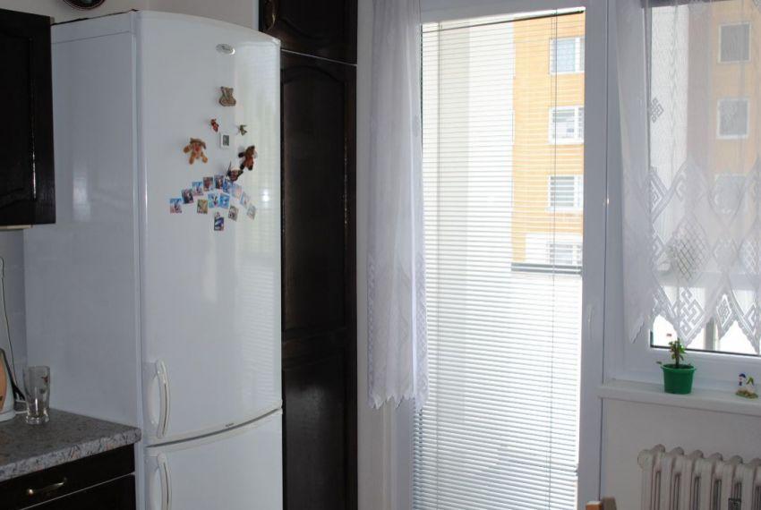 Prenájom 3 izbový byt Levice-2