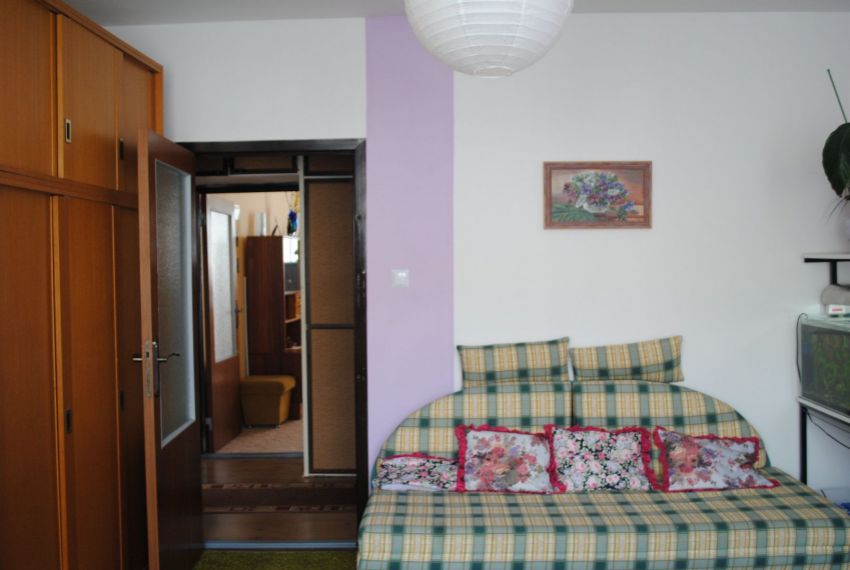 Prenájom 3 izbový byt Levice-5