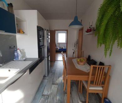 REZERVOVANÝ-Ponúkame na predaj krásny nadštandartný 4 izbovy byt na SNP.