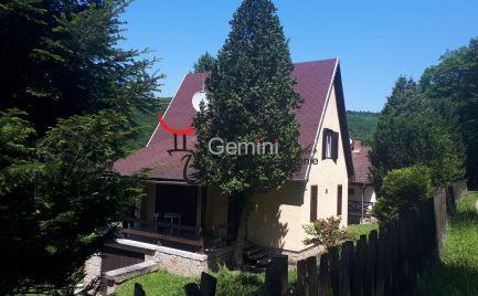 GEMINIBROKER Vám ponúka na predaj zariadený dom v obci Háromhuta