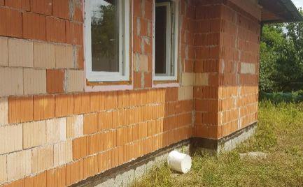 Novostavba útulného rodinného domu s vlastným pozemkom.