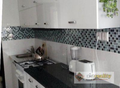 2718  Predáme zrekonštruovaný 3 i. byt v Nových Zámkoch.