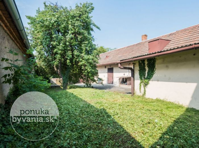 PREDANÉ - VEĽKÝ BIEL, 4-i dom, 92 m2 - možnosť prerobiť PODĽA PREDSTÁV, príjemná lokalita, kúsok od BRATISLAVY