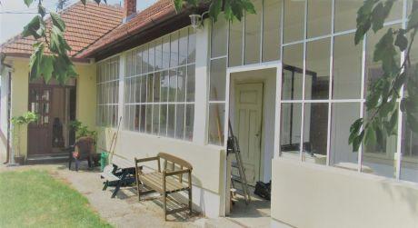 EXKLUZÍVNE!!Predaj 4-izb RD čiastočná rekonštrukcia v obci Veľká Maňa..