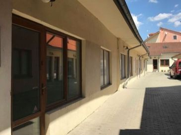 Priestor 110m2 centre Trnavy - na Halenárskej ul, vhodný aj ako kaviareň/gastro/fitnes, kancelária