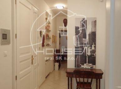 PREDAJ: Veľký 4 izbový byt v centre Bratislavy - 107 m2